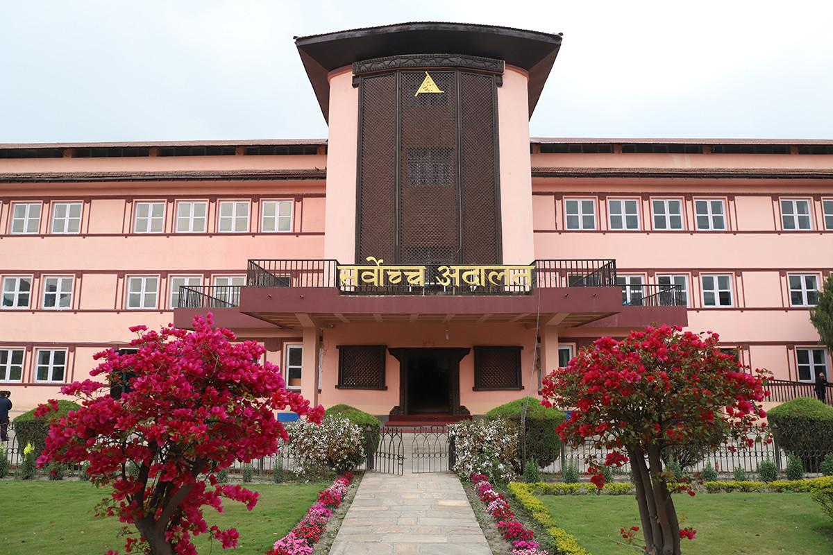नेकपा माओवादी केन्द्रका अध्यक्ष प्रचण्ड दिएको पुनरावलोकन सर्वोच्च अदालतले आज निर्णय गर्दै ।